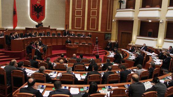 Албанскиот Парламент одобри четворица нови министри