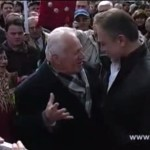 ВИДЕО: Црвенковски поздравен од борците на плоштад