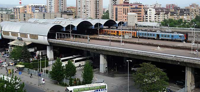 Чистење на просторот под Железничката станица во Скопје
