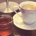 Медот и кафето успешно ја смируваат кашлицата