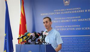 Министерот Адеми ја посети тетовската гимназија  Кирил Пејчиновиќ