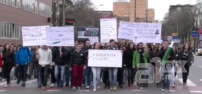 Македонско образование - Page 5 SrednoskolciProtesti1april-685x320