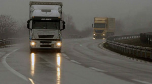 Сообраќајот по влажни коловози  магла во Крушево