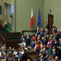 Продложува  окупацијата  на полскиот Парламент од страна на опозицијата