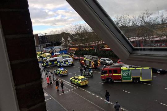 Лондон  Возач влета во група луѓе  пет лица се повредени