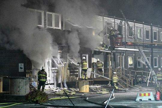Најмалку 15 повредени при пожар во бегалски камп во Шведска