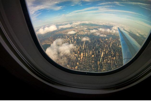 Што навистина се случува ако не го исклучиме мобилниот во авион