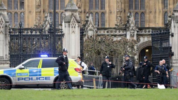 Приведени 8 лица за подготвување на терористички напад во Лондон