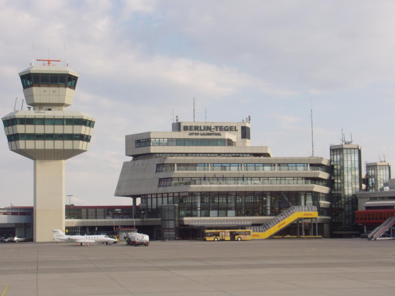 Евакуиран еден терминал и пренасочувани летовите од аеродромот Тегел во Берлин