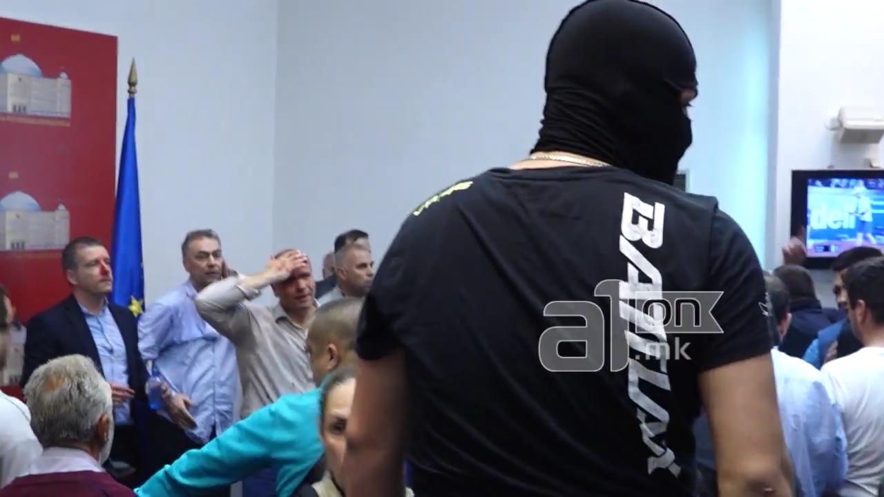 ОМД  Демократијата не признава насилство