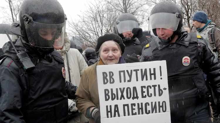 Над сто приведени на протестите против Путин одржани во поголемите руски градови