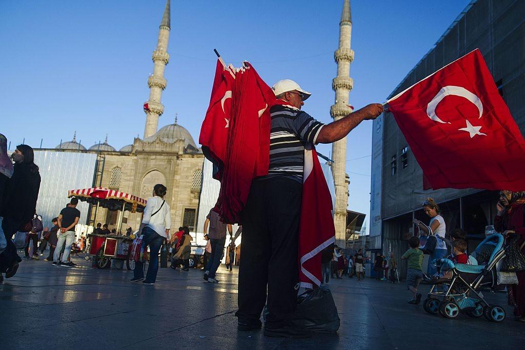 turcija-dava-primer-za-demokratijata-no-vladata-ne-go-gleda-toa