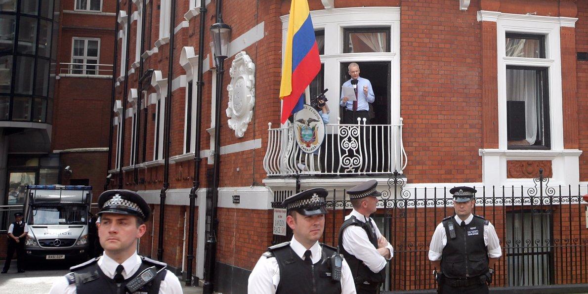 Еквадор од Велика Британија побара сигурен премин за Асанж