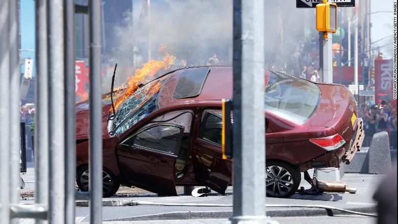 Возачот што вчера прегази пешаци на  Тајмс сквер  обвинет за убиство