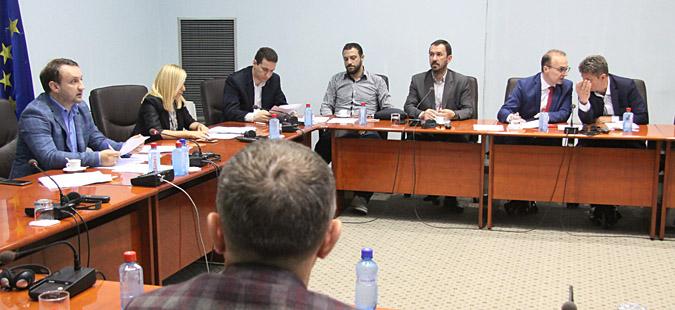 Дебатата за законот за јазиците продолжува во Комисијата за политички систем и односи меѓу заедниците