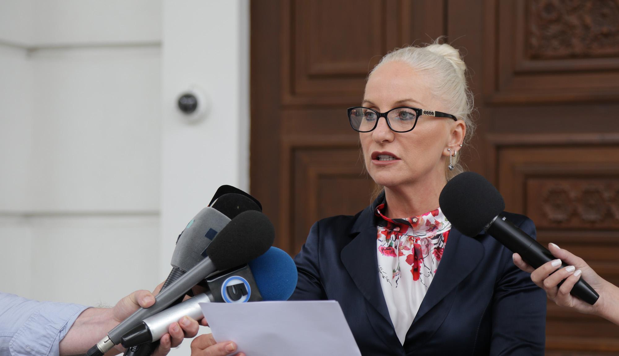 Стојанова  СДСМ глумеше дека државата е задолжена  а сега тргнува со нови  поголеми задолжувања