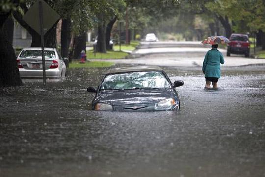 Осумнаесет лица загинаа во поројните дождови во Кина