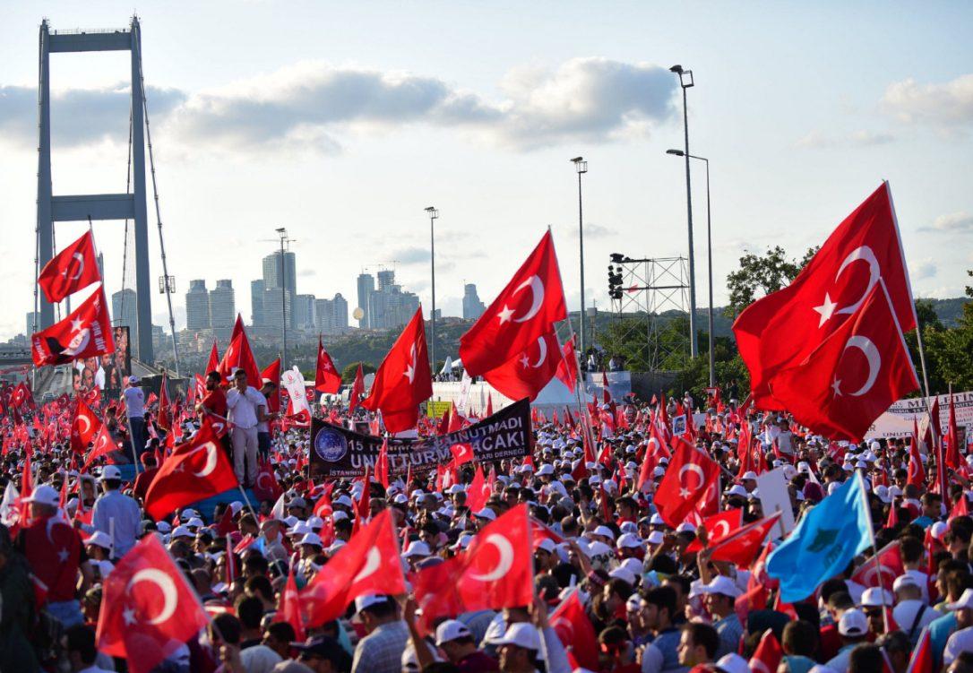 Турција одбележува една година од неуспешниот воен удар