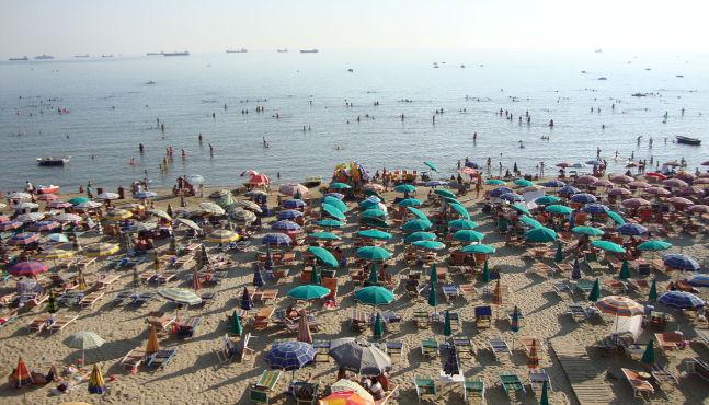 Раст на странските туристи во Албанија за 9 9 отсто во првите шест месеци од годината