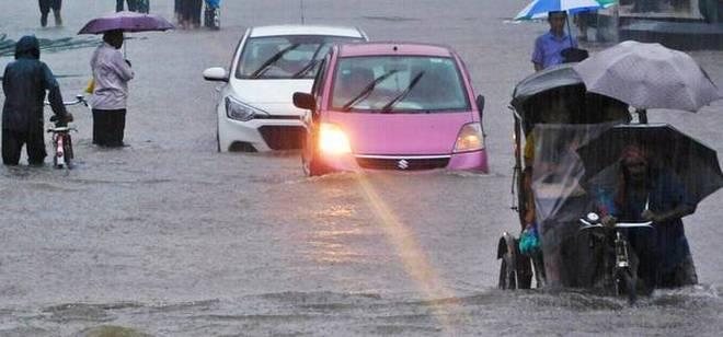 Во поплавите во Непал загинаа најмалку 49 лица
