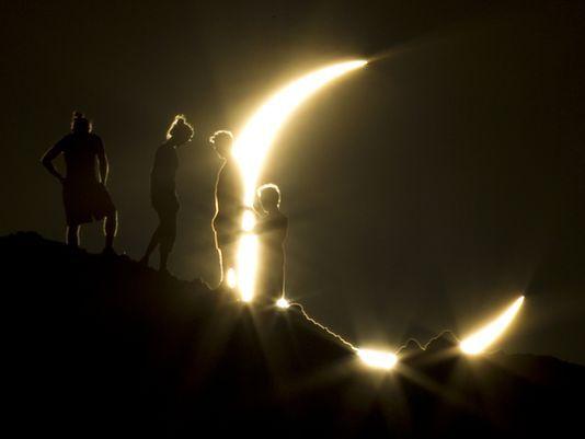 Целосно сончево затемнување над САД