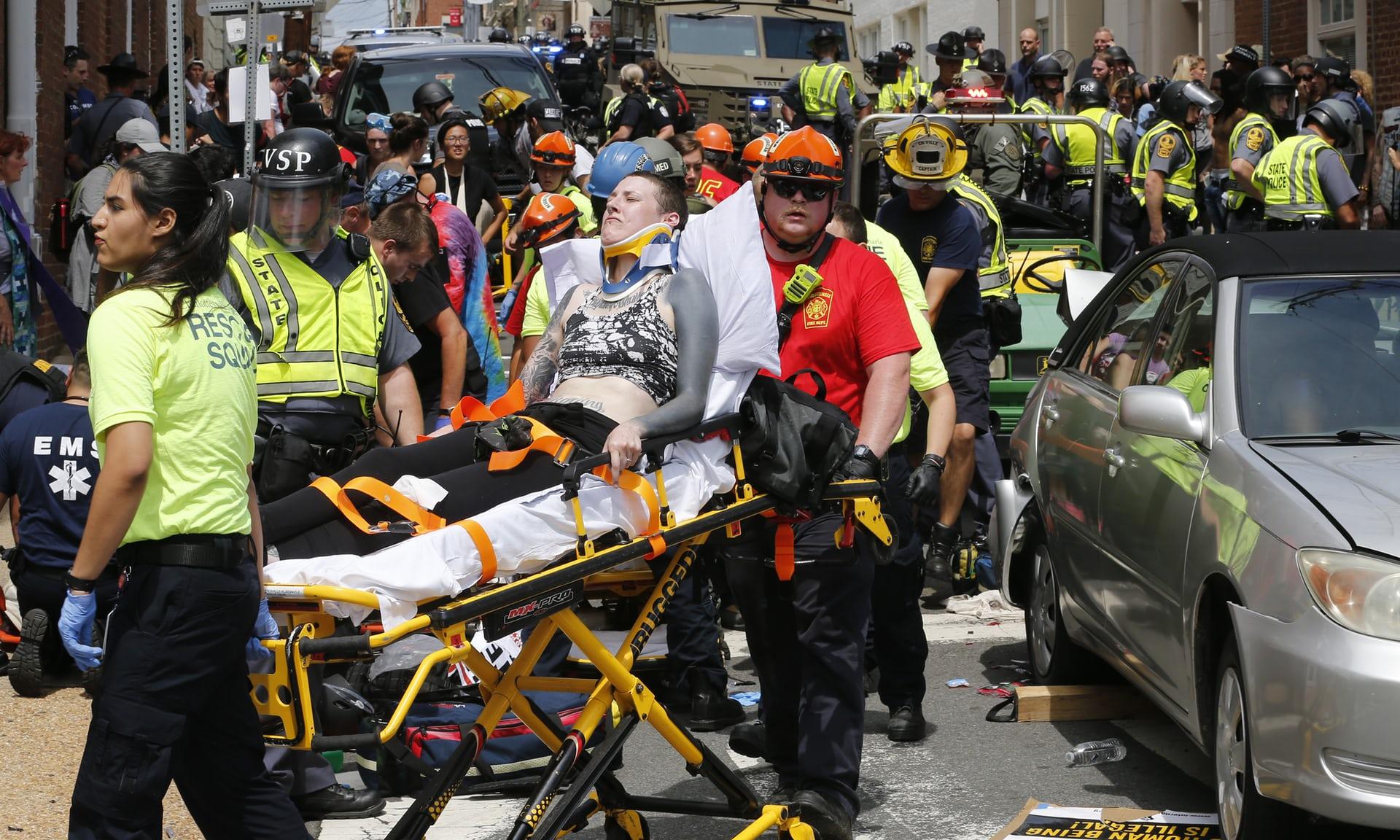 Најмалку три лица загинаа  а 35 се повредени  за време на протестите во Шарлотсвил