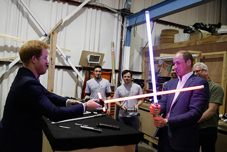 Принцовите Вилијам и Хари со улоги во осмиот дел од  Војна на ѕвездите