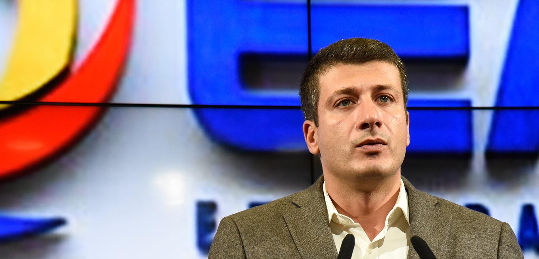 ВМРО ДПМНЕ  Анѓушев се откажа од својата плата  но своето домашно салдо го надокнадува со тендерите
