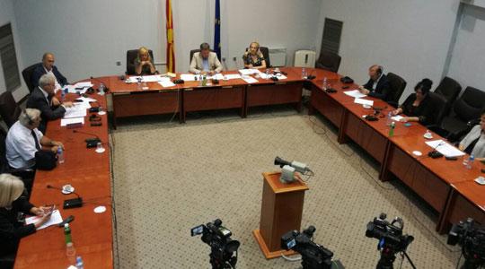 Законот за јазиците помина на Комисијата за политички систем
