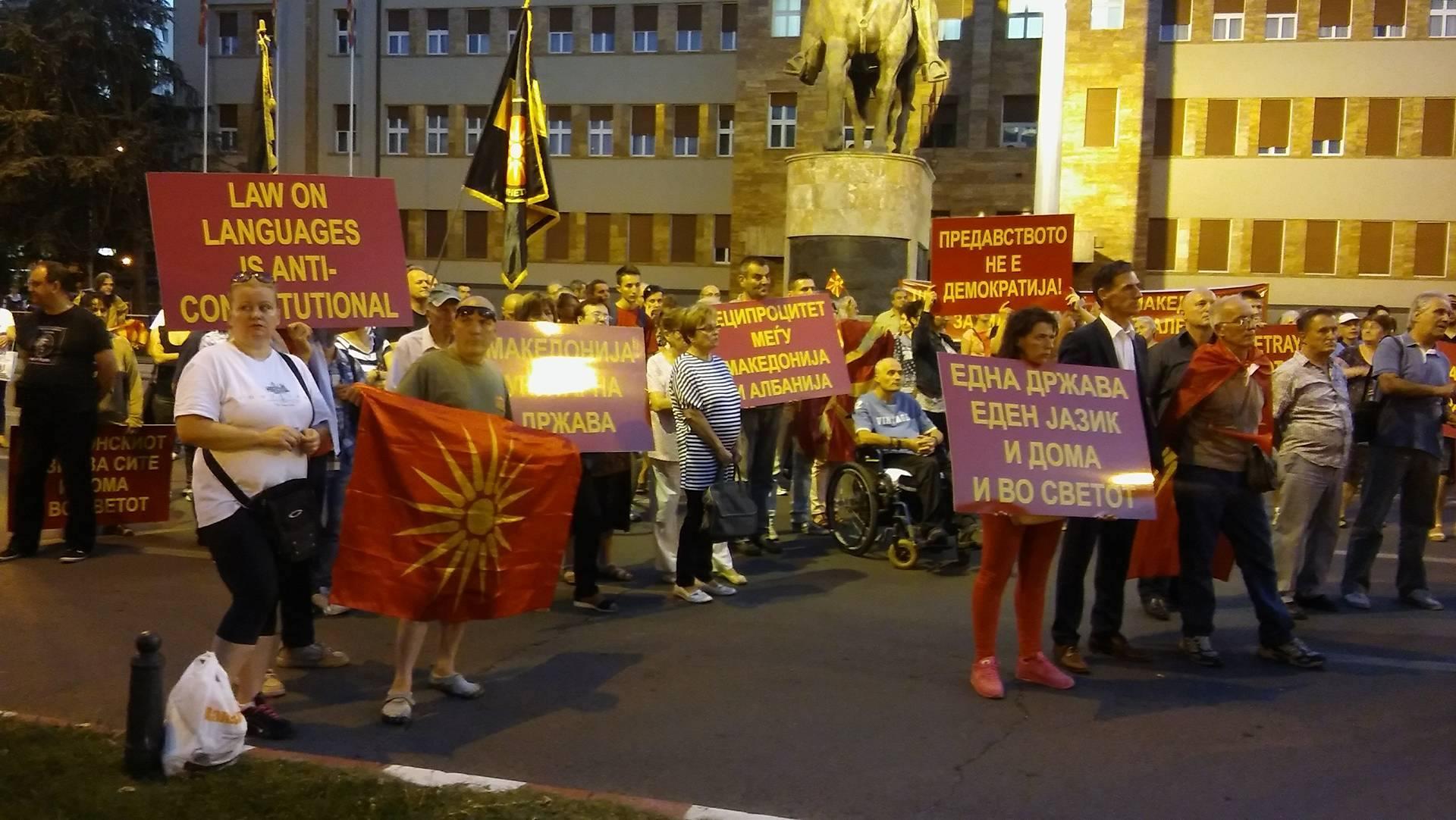 Отец Ивица и Тврдокорни најавија протести и референдум за Законот за јазици