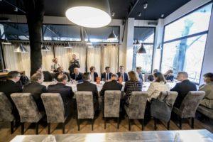Премиерот Заев оствари средба со нерезидентни амбасадори што ја покриваат Република Македонија од Белград