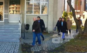 Сведок во  Труст  различно се потпишувал на фактурите за купопродажен договор