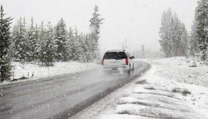 Остатоци од кашест снег на патиштата на повисоките места