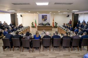 Заедничка седница на владите на Македонија и Бугарија  Гасоводна врска меѓу земјите  намалување на цените на роаминг