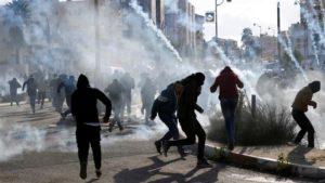 Протести во Палестина по одлуката на Трамп  38 лица повредени