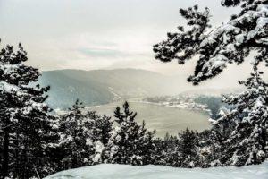 Викендов заладување и врнежи од снег