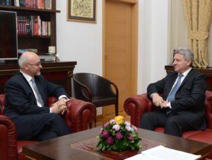 Иванов се сретна со бугарскиот амбасадор Петков  Македонија очекува интензивирање на интегративните процеси