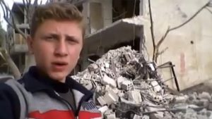 siriski-tinejdjer-pravi-selfi-i-videa-dodeka-pagjaat-bombi-okolu-nego