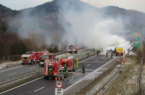 Четири товарни возила се судрија во Словенија  еден загинат
