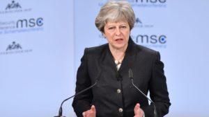 Меј ги замрзнува односите со Русија