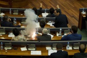 Со фрлен солзавец во косовскиот Парламент усвоен договорот за демаркација на границата со Црна Гора