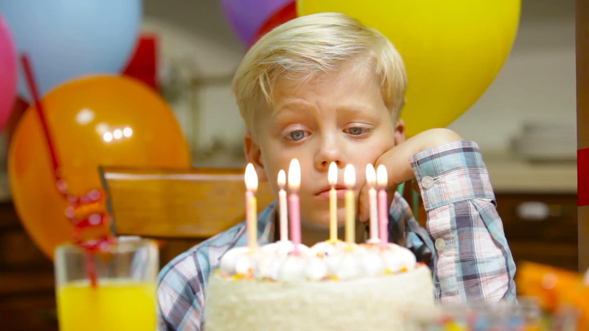 Светски познати ѕвезди му го разубавија роденденот на момче на чија забава не се појавија другарчињата